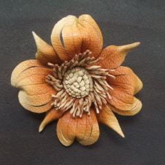 アクセサリー レザークラフトのお花たち