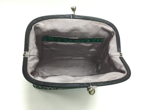 がま口バッグ内側 レザークラフト教室 革工芸教室