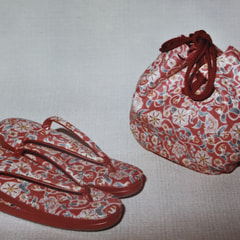 和装のバッグと草履