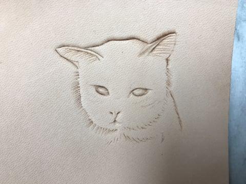 フィギュアカービング 猫チャーム1 レザークラフ教室 革工芸教室