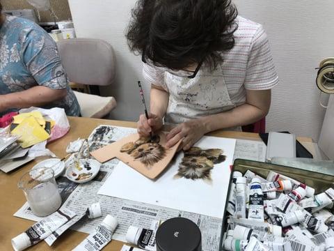フィギュアカービング染色中  レザークラフト教室 革工芸教室