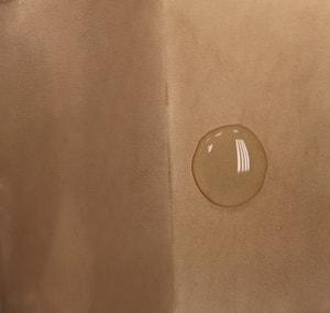 レザーくラフト ワックス 水はじき状態