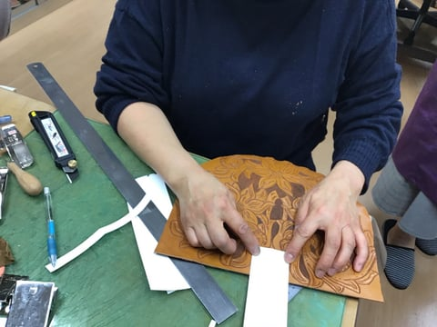 型紙ベロの寸法合わせ レザークラフト教室 革工芸教室