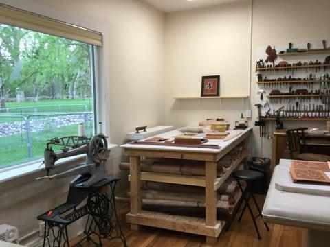 ジム ジャクソンさん工房2  レザークラフト教室 革工芸教室