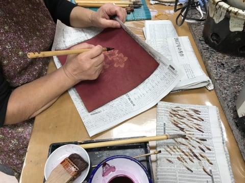 ろうけつ染めリンゴの花 レザークラフト教室 革工芸教室