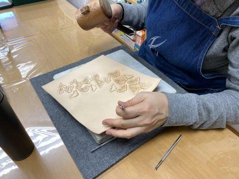 蝶々のカービング レザークラフト教室 革工芸教室
