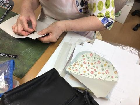 革の手描き更紗仕立て レザークラフト教室 革工芸教室