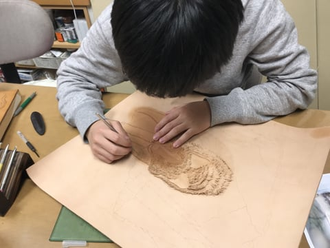 フィギャカービング毛の切り離し レザークラフト教室 革工芸教室