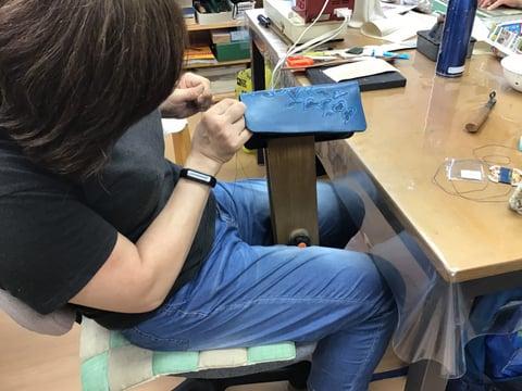 ラウンド札入れ手縫い レザークラフト教室 革工芸教室