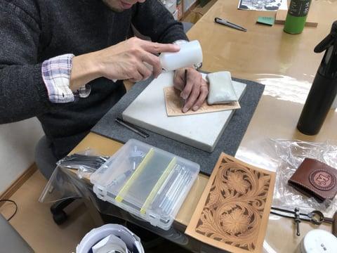 オイルアップ中 レザークラフト教室 革工芸教室