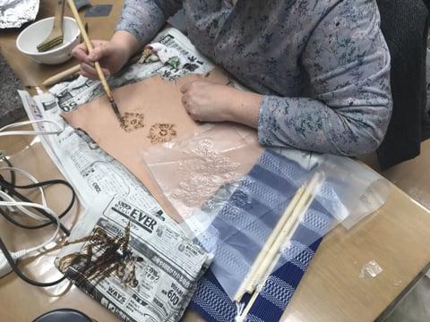 ろうけつ染蝋かすり レザークラフト教室 革工芸作品