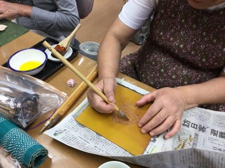 バラのろうけつ染め(ゴート)レザークラフト教室 革工芸教室