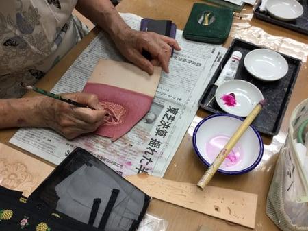 アクリル染色中 レザークラフト教室 革工芸教室