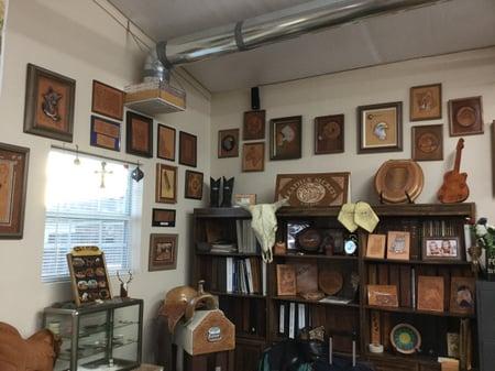 スタジオ内展示ー5 レザークラフト教室 革工芸教室
