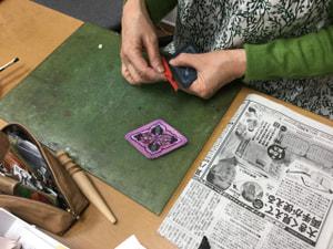 レザークラフト教室 革工芸教室 ワンポイントカービング