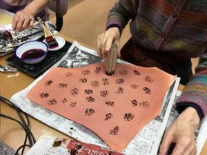 ろうけつ染め(段ボール)レザークラフト教室 革工芸教室