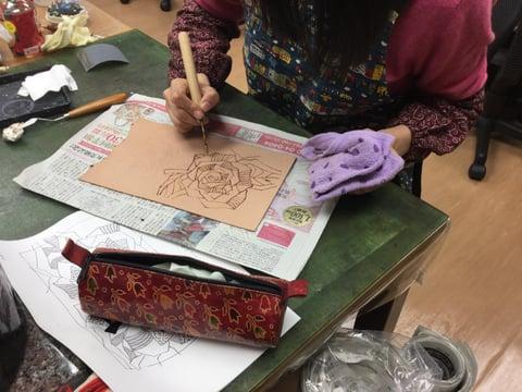 ろうけつ染め線描き レザークラフト教室 革工芸教室