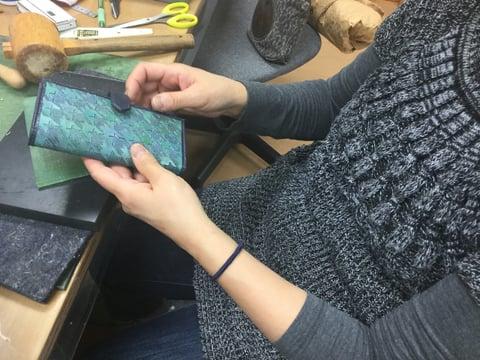 スマホケース仕上がり レザークラフト教室 革工芸教室