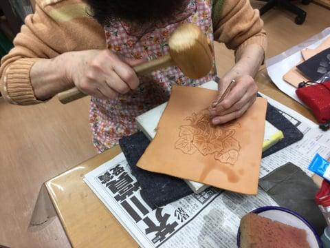 花のカービング レザークラフト 教室 革工芸教室