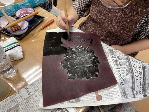 ろうけつ染めぼかし染め(牡丹の花) レザークラフト教室 革工芸教室