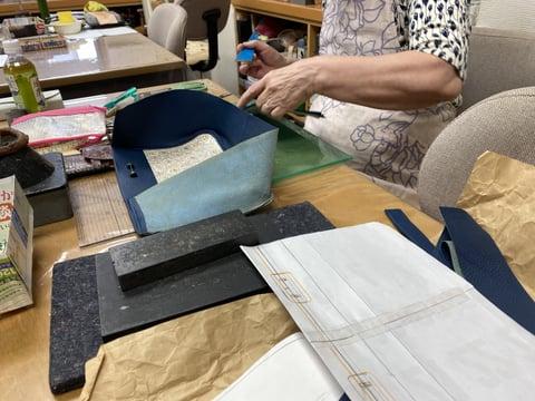 革の手描き更紗バッグ レザークラフト教室 革工芸教室