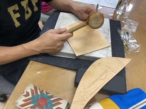 革のくりぬき&カービング レザークラフト教室 革工芸教室