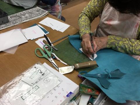 革の裁断 レザーアート研究会 革工芸教室