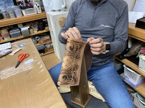 セカンドバッグ手縫い仕立て レザークラフト教室 革工芸教室
