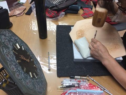 カービング時計 レザークラフト教室 革工芸教室