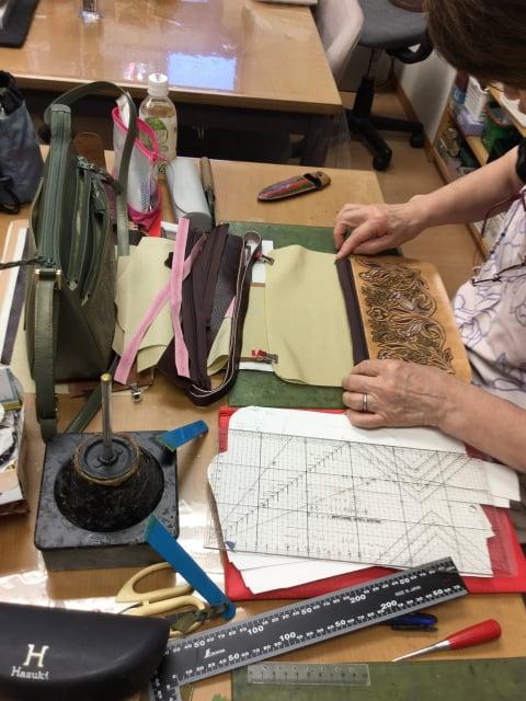 袋物仕立て中 レザークラフト教室 革工芸教室