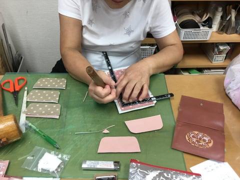 コインボックス 仕立て中 レザークラフト教室 革工芸教室