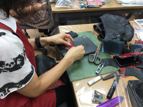 ウエストポーチ制作中 レザークラフト教室 革工芸教室