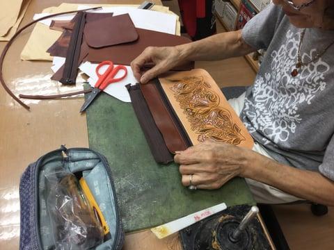3段ファスナーバッグ制作中 レザークラフト教室 革工芸教室