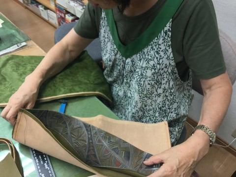 バッグ仕立て中 レザークラフト教室 革工芸教室
