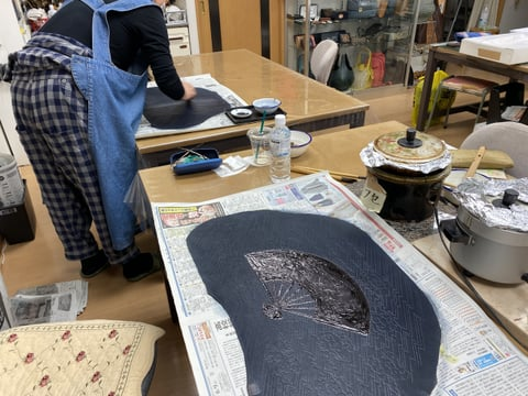 革のろうけつ染め染色風景 レザークラフト教室
