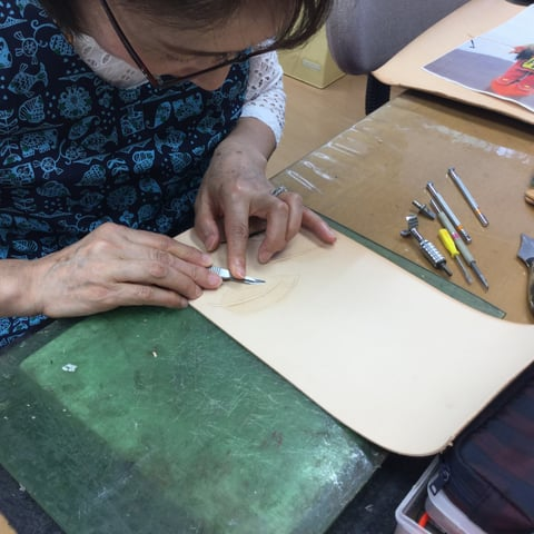 羽の切り離し レザークラフト教室 革工芸教室