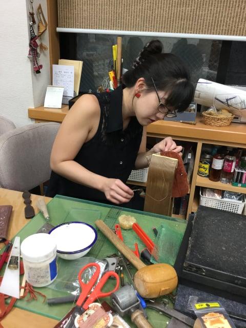 手縫い中 レザークラフト教室 革工芸教室