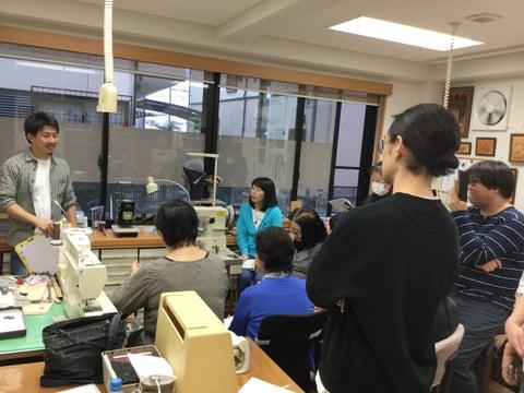 ミシン講習会説明中 レザークラフト教室 革工芸教室