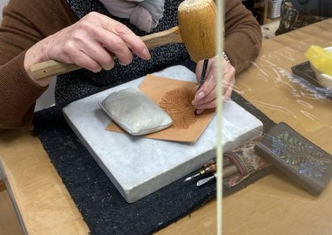 葉のカービング レザークラフト教室 革工芸教室