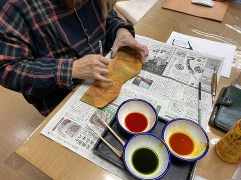 ペン立て染色中 レザークラフト教室 革工芸教室
