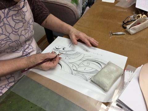 図案写し中 レザークラフト教室 革工芸教室
