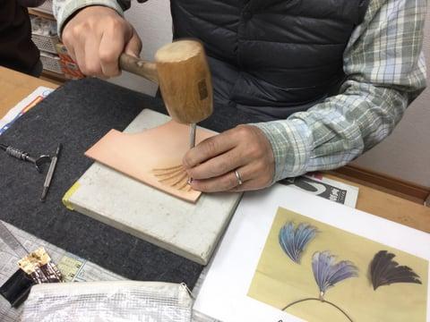 羽ペンダント レザークラフト教室 革工芸教室