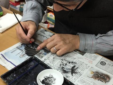 羽のブローチ着色 レザークラフト教室 革工芸教室