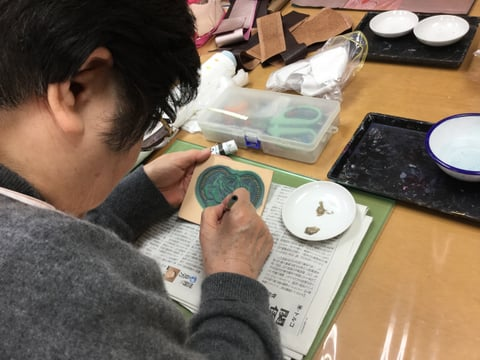 ワンポイント染色中 レザークラフト教室 革工芸教室