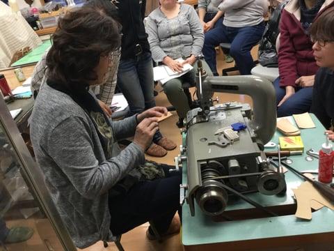 革漉き機実習3 レザークラフト教室 革工芸教室