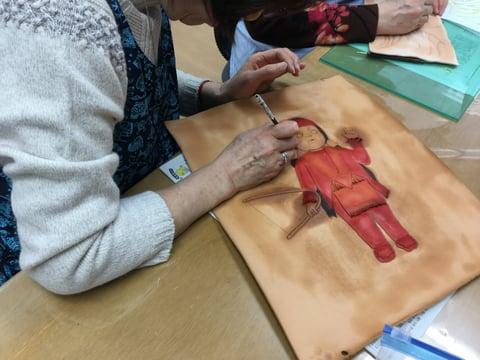 革絵 人形 レザークラフト教室 革工芸教室