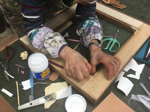 革の鏡貼り込み レザークラフト教室 革工芸教室
