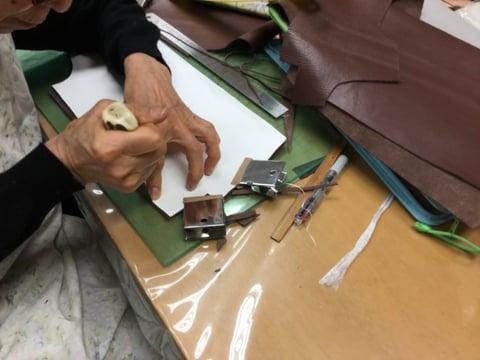 バッグ裁断 レザークラフ 教室 革工芸教室