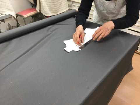 裏布裁断 レザークラフト教室 革工芸教室