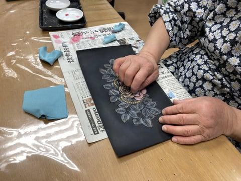 革の着色中 レザークラフト教室 革工芸教室
